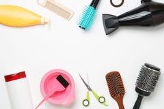 主题的图象美发师的,吹风器,梳子,有弹性为头发,被隔绝的剪刀 库存照片