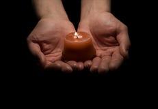 举一个蜡烛 免版税库存图片