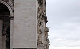 举世闻名的地标凯旋门在日出期间的巴黎法国图片的没有人民 免版税库存照片