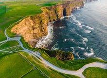 举世闻名的峭壁Moher,其中一个最普遍的旅游目的地在爱尔兰 库存图片