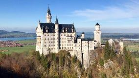 举世闻名的新天鹅堡城堡美丽的景色  图库摄影