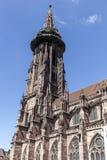 举世闻名的弗莱堡曼斯特大教堂, mediev主要塔  免版税库存照片