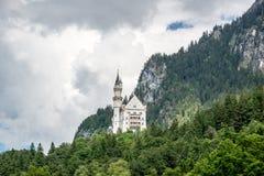 举世闻名的新天鹅堡城堡美丽的景色  巴伐利亚fussen德国 库存图片