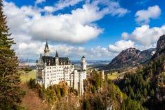 举世闻名的新天鹅堡城堡,第19个c美丽的景色  库存图片
