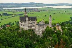 举世闻名的新天鹅堡城堡,第19个c美丽的景色  库存照片
