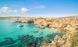 举世闻名的蓝色盐水湖在科米诺岛海岛-马耳他 免版税库存图片