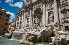 举世闻名的Trevi喷泉概要在罗马 库存图片