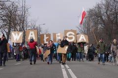 举着'瓦文萨'横幅的抗议者 库存图片