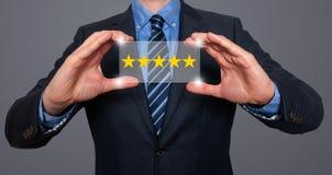 举行五个星规定值的商人 免版税库存图片