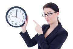 举行办公室时钟iso的西装的年轻可爱的妇女 免版税库存照片
