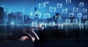 举行和接触浮动电子邮件剪影的商人 图库摄影