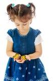 举行在一只大蝴蝶的手上的小女孩 图库摄影