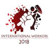 举行在国际工作者2018年庆祝的手一个锤子标志 免版税库存图片