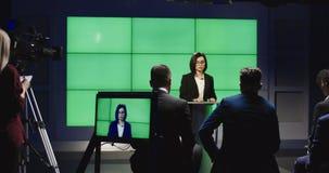 举行在阶段的确信的女实业家讲话 股票录像