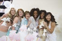 举行婚礼铃声的小组在妇女的聚会 免版税库存图片