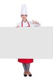 举行招贴的愉快的女性厨师 免版税库存图片