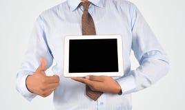 举行数字式片剂个人计算机和赞许,被隔绝的ver的商人 库存照片