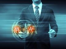 举行智能手机世界技术社交媒介的商人 免版税库存图片