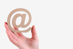 举行木电子邮件标志的手 图库摄影