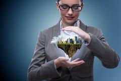 举行未来派城市的计划建筑师 免版税图库摄影
