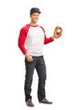 举行棒球的一个人的全长画象 免版税库存图片