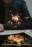 举行火光燃烧的手 免版税图库摄影