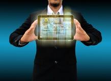 举行片剂世界技术和社会媒介 免版税库存图片