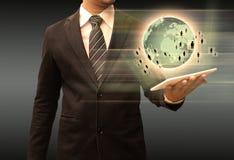 举行片剂世界技术的商人 库存照片