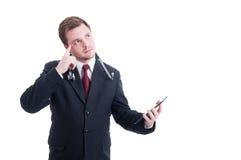 举行片剂和认为的现代医生 免版税图库摄影