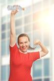 举行瓶手中结束的愉快的微笑的妇女她的头 优胜者 免版税图库摄影