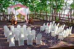 举行的婚礼装饰的平台 免版税库存照片