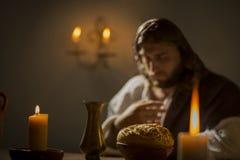 举行祷告的耶稣基督 库存图片