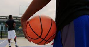 举行篮球4k的篮球运动员 股票视频