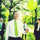 举行绿色气球概念的环境友好的商人 库存图片
