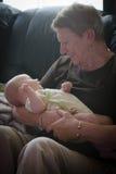 举行Grandbaby的祖母 免版税库存图片