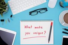 什么使您独特与办公室桌书桌 库存照片