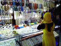 义卖市场在greenhills购物中心购物在圣胡安,菲律宾 图库摄影