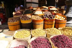 义卖市场用草本和香料在阿斯旺 免版税库存照片