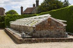 之一许多砖在西部教务长庄园的著名被围住的庭院建立了冷床在英国的南部的西萨塞克斯郡 免版税库存图片
