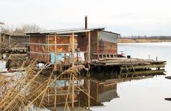 之后apo在湖的村庄 免版税库存照片