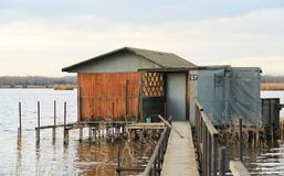 之后apo在湖的村庄 免版税图库摄影