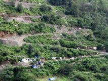 之字形路在喜马拉雅山,印度 免版税库存照片