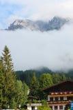 之家在奥地利阿尔卑斯 库存图片