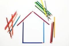之家由颜色铅笔制成 库存图片