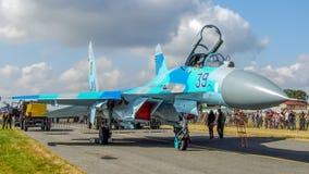 乌克兰人在拉多姆飞行表演期间的苏霍伊Su27航空器 免版税图库摄影