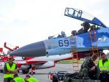 乌克兰人在拉多姆飞行表演期间的苏霍伊Su27航空器 免版税库存照片
