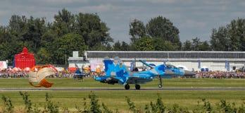 乌克兰人在拉多姆飞行表演期间的苏-27显示2013年 图库摄影