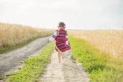乌克兰全国服装的女孩 免版税库存照片