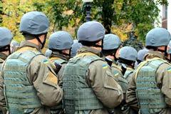 乌克兰军队的战士的形成 祖国保卫者日的庆祝 免版税库存图片