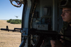 乌克兰军队直升机巡逻反暴力恐怖份子的operatio区域  库存照片